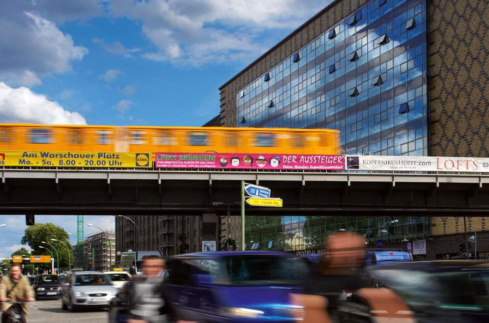 Brückenwerbung, Brückenbanner, Berlin