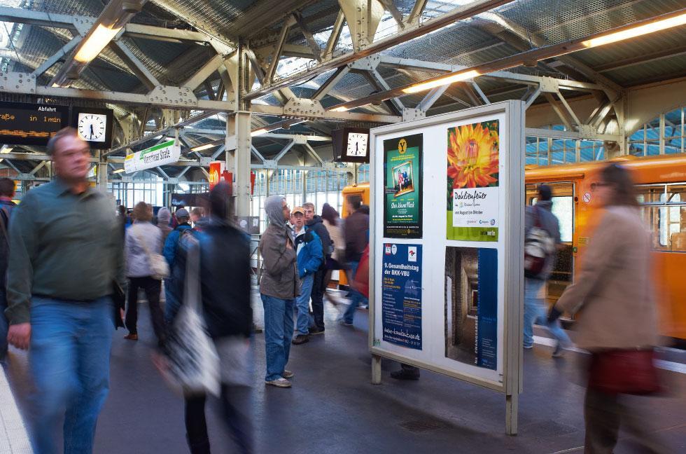 U-Bahn Plakatvitrinen, Plakatrahmen, Posterwerbung, BVG-Werbung, Berlin