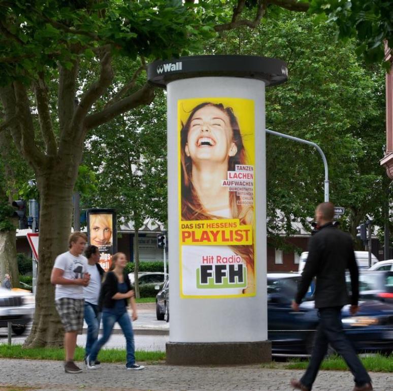 Ganzstellen-Werbung, Ganzsäule, Wiesbaden, Plakatwerbung