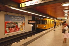 U-Bahn Großflächen, Hintergleis, Berlin, Metroboard, Plakatwerbung