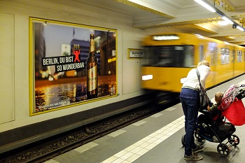 Großflächenplakat, U-Bahn, Metroboard, Dauerwerbung, Berlin